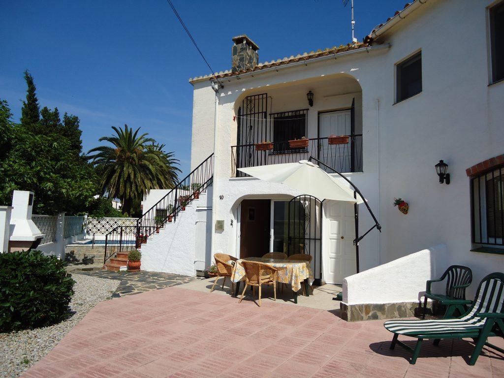 Acogedora casa con piscina y jardín HUGT-005952